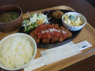 レストランの月替わりメニュー・ミラノカツレツ定食(900円)