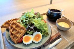 The brunch plate will set you back 850 yen (or 1,350 yen with drip coffee)