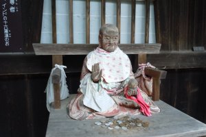 Statues of historical figures abound in Shojiji