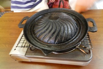 This unusual style of grill made me think of a lemon juicer.