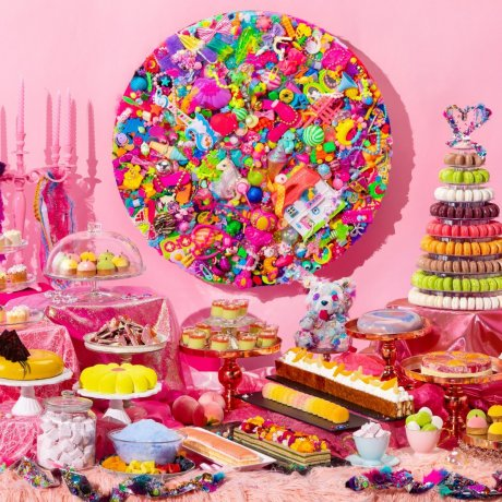 Owner of a Colorful Heart Sweets Buffet