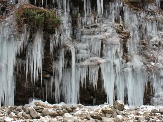 ม่านน้ำแข็ง