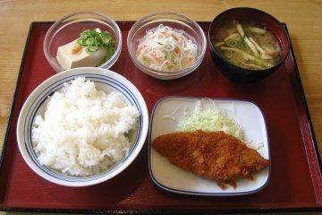 A classical tonkatsu set meal
