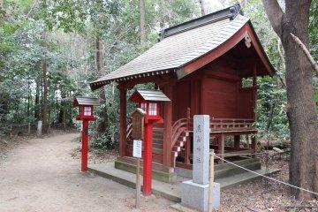 One of the smaller shrines at Washinomiya Stage