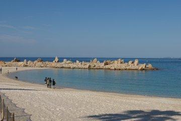 白良濱:在海濱度假勝地遊覽原始海灘