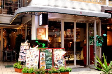 <p>Cafe de Take is an intimate cafe and bar space just below J S Burger in Harajuku Bell Pier.</p>