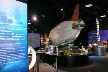 В музее множество отличных научных выставок и аттракционов.