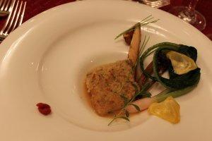 福井・若狭ぐじ、カナダ産の白マツタケという組み合わせ。とにかく世界中の食材をよくご存知です。