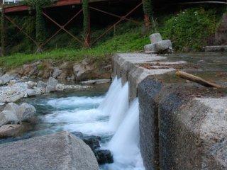Watch the Arayu river gush into the Shima river