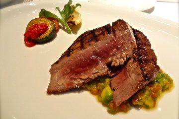 Grill: Prime Tuna Steak, jerk spiced with avocado & tomato salsa, ¥5,800