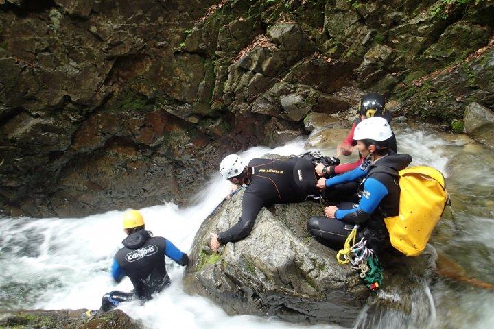 Vượt thác ở Nishi Kuro
