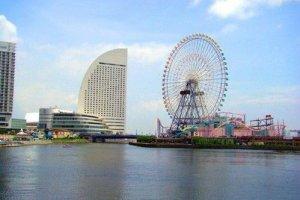 横滨的标志--洲际酒店和摩天轮