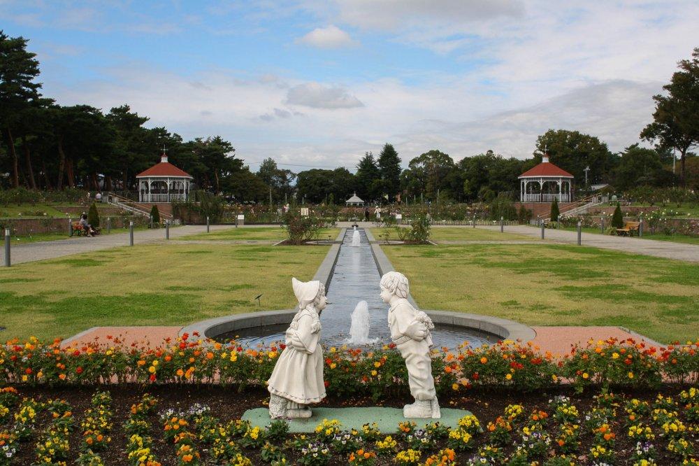 Thực hiện chuyến đi lãng mạn đến vườn hoa hồng ở công viên Shikishima