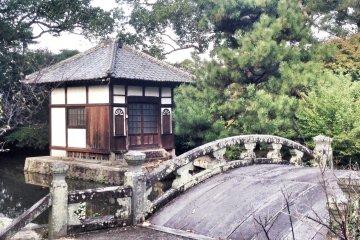 <p>Bridge near the temple</p>
