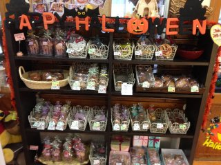 Seasonally-themed items