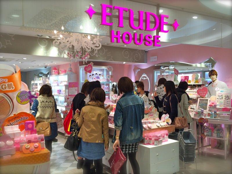 The entrance to Etude House in Shinjuku at Lumine EST, 2F