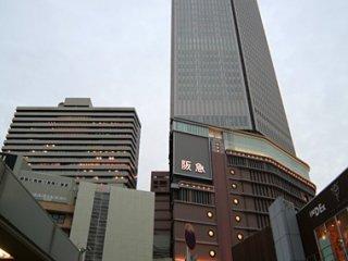 近畿酒店 (Kinki Hotel) 位於梅田站,從阪急百貨走到路面,大概步行7-8分鐘。