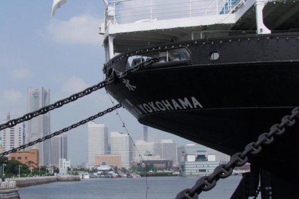 The city has anchored her in a very accessible, beautiful spot—Yamashita Park—with a perfect view of the modern Minato Mirai skyline. Take an hour out of your day and visit both the ship and the park; they are a wonderful combination!