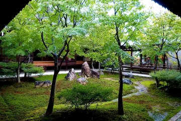 Cho-on-tei Garden was designed to be appreciated from any direction