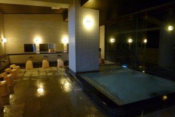 The ladies's indoor onsen