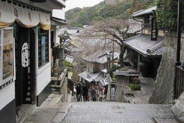 Jishu Shrine and San-nen-zaka