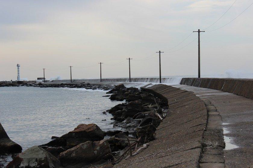 エッセル堤。初冬ともなると先端は高波が砕けて危険だ