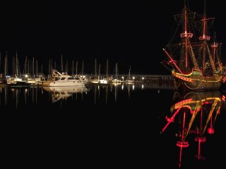 The Harbor and the impressive De Liefde