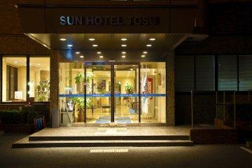 Sunhotel Tosu, main entrance at night