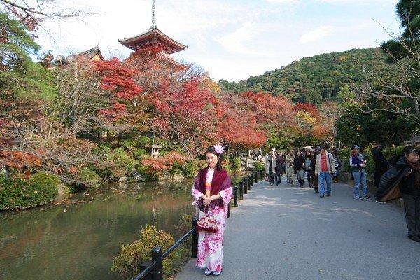 可以穿起和服在這風和日麗的京都拍照實在太幸福了。