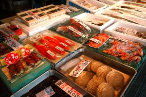 Various types of fresh seafood, as well as preserved seafood, are available.