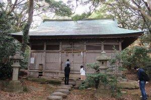 大湊神社の拝殿。この奥に本殿がある