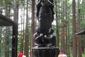 รูปปั้นโบเคะโยเกะ คันนน เทพผู้คุ้มครองผู้สูงอายุ