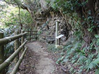 Lăng mộ Iha Nuru có thể không quá đặc sắc về về vẻ ngoài khiêm nhường của nó nhưng lại là khu di tích rất có giá trị về văn hóa của Ryukyuan và Okinawa