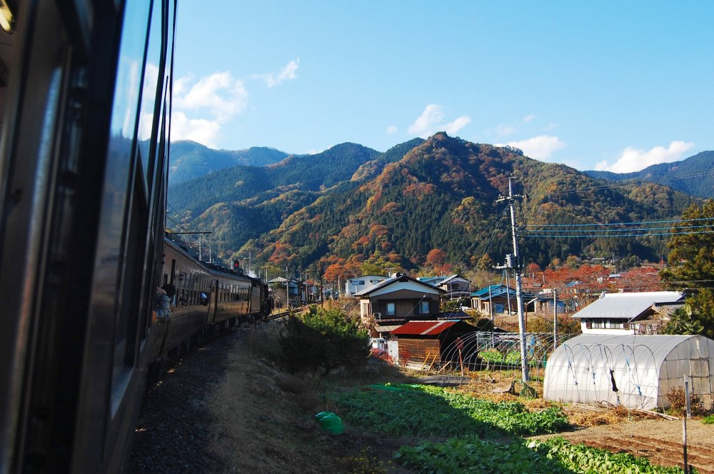 Mountain and farmhouse along the way
