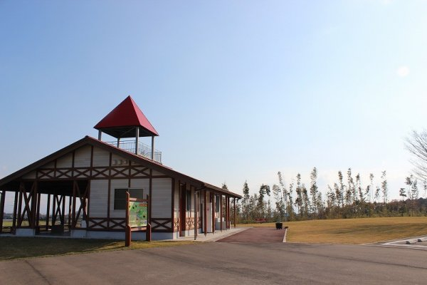 「なかよしとんがり牧場」のランドマーク。この三角屋根の部分は展望台になっていて牧場・試験場全体が見渡せる