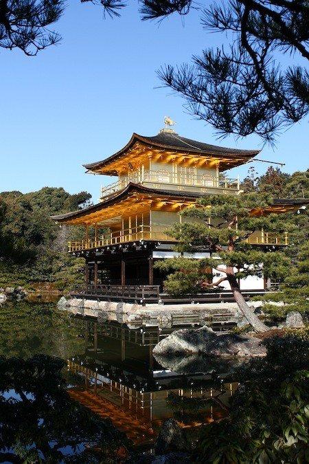 金閣寺的正式名稱其實是鹿苑寺,與銀閣寺因觀音殿而得名相同