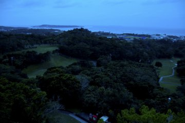 Evening balcony view: We can see Sesoko Island from here too.