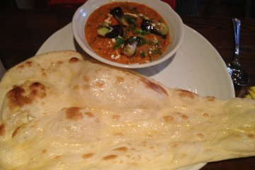 <p>Mixed vegetable curry with naan</p>