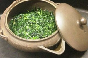 Gyokoro tea is just gently covered with warm water for its first steeping