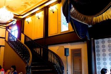 <p>Its interior&nbsp;is elegant</p>