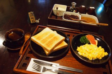 <p>Every morning, guests can also enjoy an affordable breakfast from 250 to 415 yen.</p>