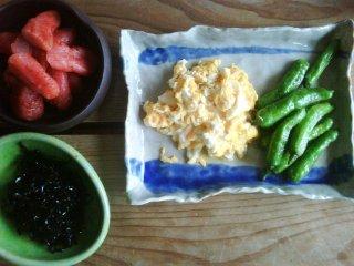 เม็นไทโกะ (ไข่ปลาหมัก) ไข่ และผักดองที่มิฟุเนะ