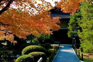 Caminho para a entrada do Templo Konchi-in