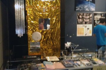 <p>A small information table inside the main exhibit.</p>