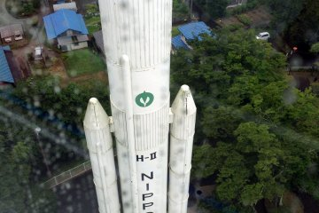 <p>Looking down from the observation deck you can appreciate the complexity of building such massive rockets.&nbsp;</p>