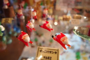 Little miniature ornaments can be put together to make a little storyboard in your glass cabinet.
