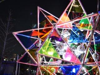 Больше красочных инсталляций по всему Tokyo Dome.