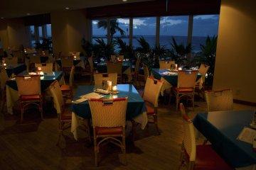 <p>ร้านอาหาร &quot;บลู ลากูน&quot; พร้อมวิวทะเล</p>