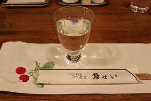 伏見の酒「神聖」との提携でできた「鳥せい」だけに、供される酒は「神聖」のみ!ですが、いろいろな種類があって、まさしく、ここは「神聖」の楽飲酒房の感が!