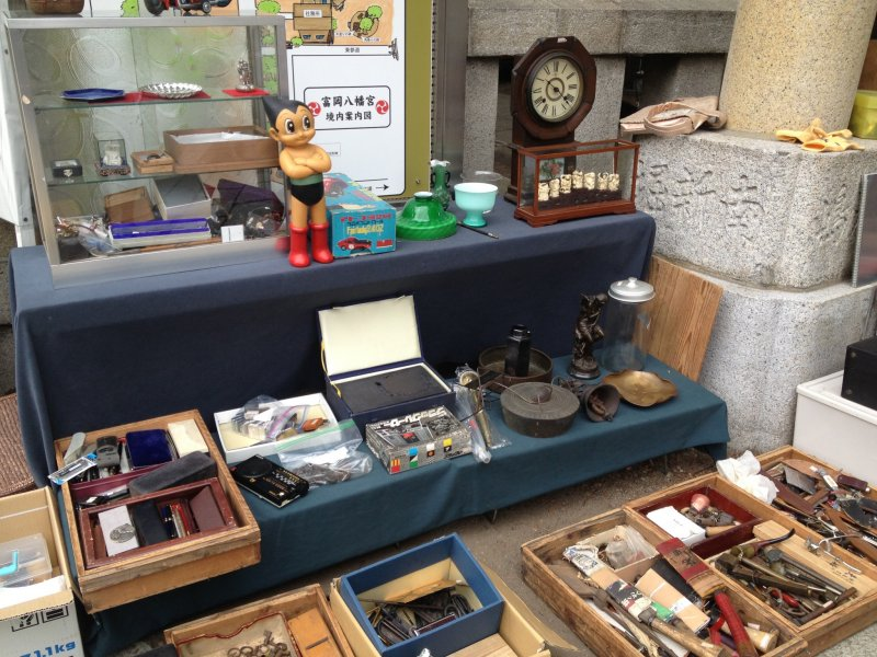 <p>Flea market at Tomioka Hachimangu Shrine</p>
